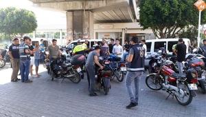 Adana'da motosikletlere ceza yağdı