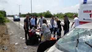 Bayram tatili için 700 kilometre katettiler, 300 metre kala kaza geçirdiler