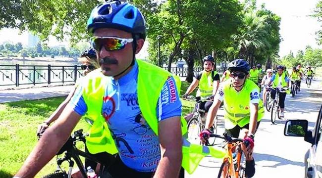 Gazeteci Kemal Yücel umuda pedal sürüyor