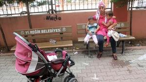 Genç kadını kocası iki çocuğuyla birlikte darp edip sokağa attı