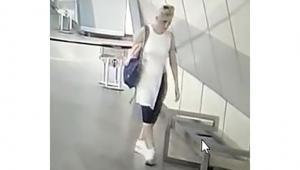 Metro istasyonunda telefon çalan hırsız kamerada