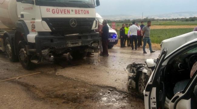 Otomobil ile beton mikseri çarpıştı: 6 yaralı