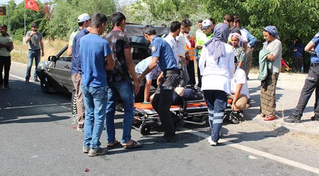Otomobiller çarpıştı: 2'si çocuk 8 yaralı