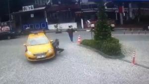 Taksici yolda yürüyen genç kızı ezdi o anlar görüntülendi