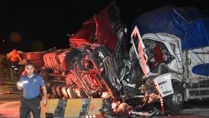 Tır,kamyon ve minibüs çarpıştı:Çok sayıda ölü ve yaralı var