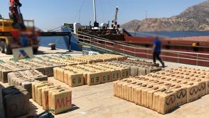 Uluslararası sularda 12 ton toz esrar ele geçirildi