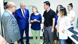 Vali Demirtaş, ÇÜMERLAB'da incelemelerde bulundu