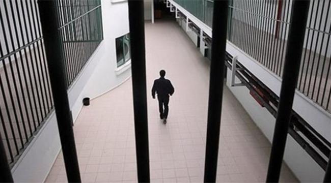 Firari cinayet zanlısı otogarda polislere teslim oldu