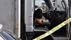 Gazete dağıtan şöför araç içinde ölü bulundu