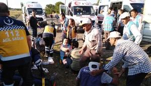 Minibüs ile kamyonet çarpıştı 11 yaralı