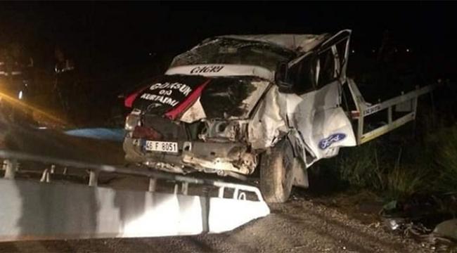 Otomobil taşıyan çekici şarampole devrildi : 1 ölü, 2 yaralı