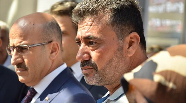 Şehit babası 15 Temmuz fotoğraf sergisini gözyaşlarıyla gezdi