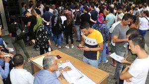 Adliyede sınav kalabalığı