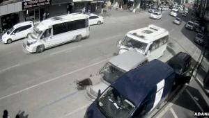 Duran araba yaşlı adama çarptı