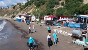 Halk temiz sahillerde denize girdi