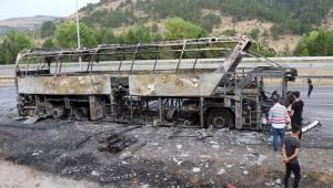 Seyir halindeki otobüs alev alev yandı!
