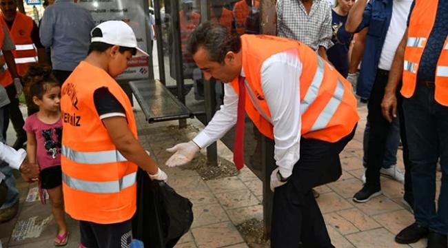 Başkan Çetin çöp topladı