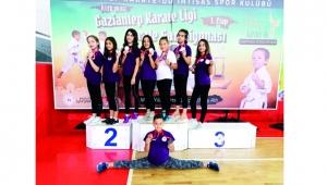 Çİ-YO'lu karateciler madalyaları topladı