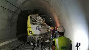 Tren raydan çıktı 2 makinist hayatını kaybetti