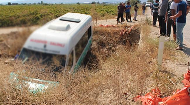 Yolcu minibüsü dereye uçtu: 9 yaralı