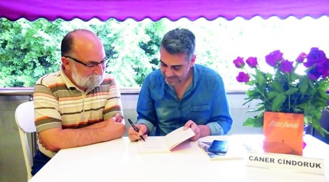 Caner Cindoruk, hayranları için 'Sessiz Şarkıcı'yı imzaladı