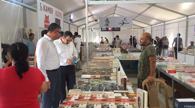 Ceyhan belediyesi 1. kitap fuarı açıldı