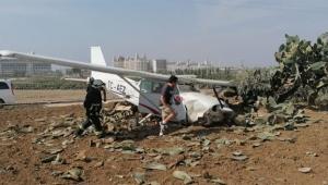 Eğitim uçağı ters rüzgâr nedeniyle kaza yaptı
