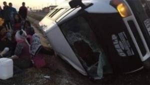 İşçileri taşıyan araç kaza yaptı: 13 yaralı