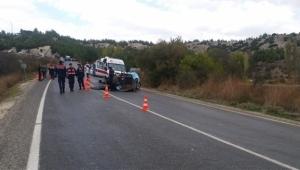 Kamyon ile traktör çarpıştı 3 kişi hayatını kaybetti
