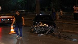 Kaza yapan lüks otomobilin sürücüsü çıkmadı