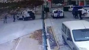 Trafikte tartıştığı gençlerin araçlarını ezdi