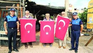 Yüreğir'de bayrak kampanyası
