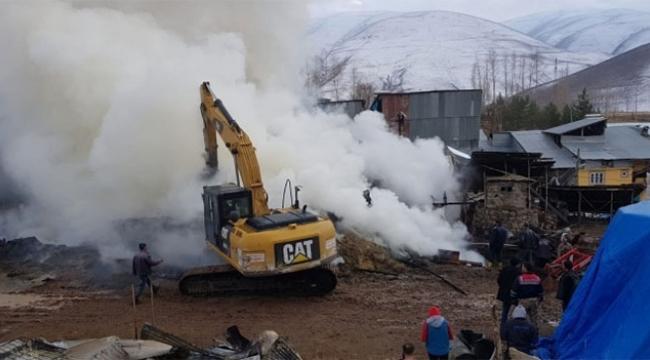 3 ev ve 6 ahır yandı