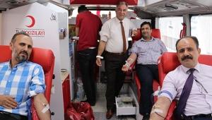 Belediye personelinden kan bağışına destek