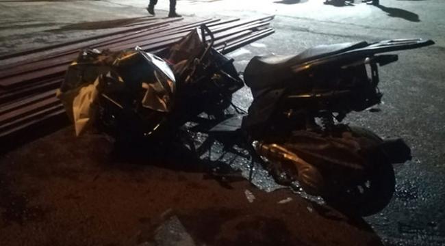 Motosikletin üzerine demir profiller düştü: 1 ölü, 1 yaralı