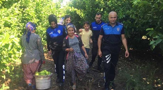 Polis okula kazandırdığı çocukları geziye götürdü