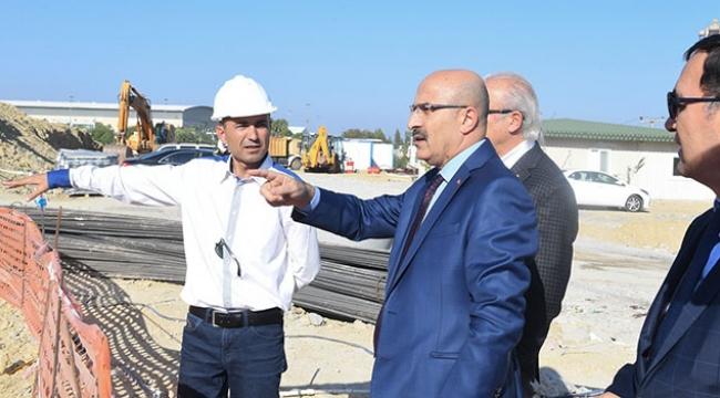 Vali Demirtaş Çukurova Kaymakamlığı Hükümet Konağı inşaatını inceledi