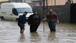 Adana'da şiddetli yağmur nedeniyle eğitime ara verildi