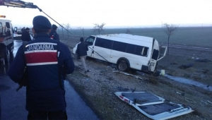 Araçlar şarampole yuvarlandı: 12 yaralı