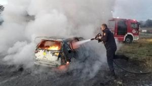 Eşinin aracını kaçırıp yaktı