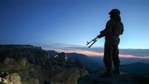 Jandarma ikna etti, terörist teslim oldu