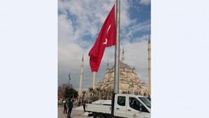 Karalar'dan yeni yıla, yeni bayrak!