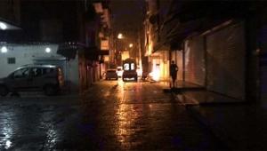 Maskeli grup yoldan geçen aracı kurşun yağmuruna tuttu