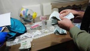 Uyuşturucu satıcılarının evinden  104 bin lira para çıktı