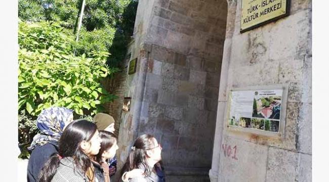 'Adana tarih, kültür ve sanat zengini bir kent'