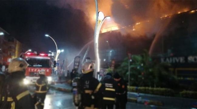 AVM'de yangın paniği