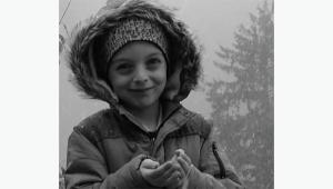 Küçük çocuk evinin önünde can verdi