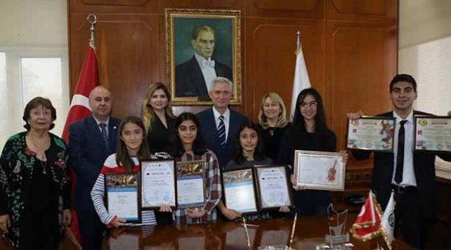 Ödüllü Devlet Konservatuvarı öğrencileri Kibar'ı ziyaret etti