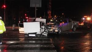Otomobil ile kamyonet çarpıştı 1 ölü, 7 yaralı