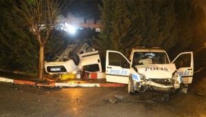Polis otosu ile araç çarpıştı